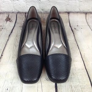 Bandolino B•Flexible weaved toe black loafers